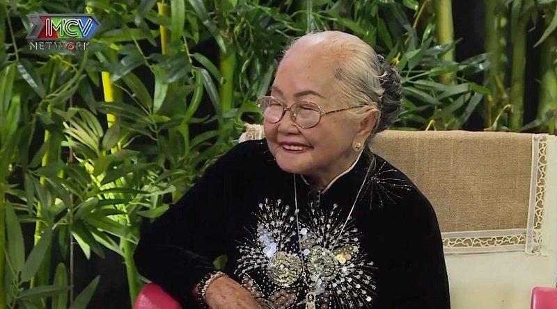 Bà Lê Thị Hổ mỉm cười khi nhớ về cuộc sống trước còn bấp bênh của mình.